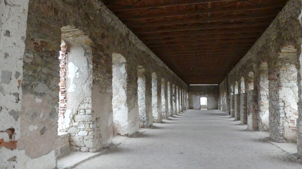 Zamek krzyżtopór korytarze